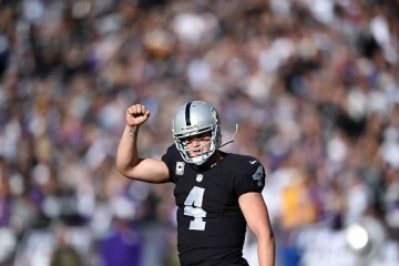 OAKLAND, CA - NOVEMBER 15: Quarterback Derek Carr #4 of the Oakland Raiders celebrates a touchdown in the second quarter against the Minnesota Vikings at O.co Coliseum on November 15, 2015 in Oakland, California. (Photo by Thearon W. Henderson/Getty Images)