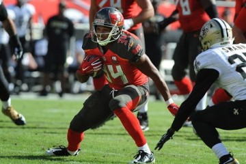 TAMPA, FL - DECEMBER 13: Running back Doug Martin #22 of the Tampa Bay Buccaneers runs for a touchdown against the New Orleans Saints at Raymond James Stadium on December 13, 2015 in Tampa, Florida. (Photo by Cliff McBride/Getty Images)
