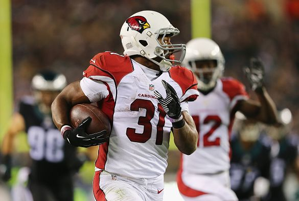 PHILADELPHIA, PA - DECEMBER 20: David Johnson #31 of the Arizona Cardinals runs the ball in for a touchdown in the second quarter against the Philadelphia Eagles at Lincoln Financial Field on December 20, 2015 in Philadelphia, Pennsylvania. (Photo by Elsa/Getty Images)