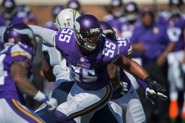 MINNEAPOLIS, MN - SEPTEMBER 27: Anthony Barr #55 of the Minnesota Vikings follows the play during an NFL game against the San Diego Chargers at TCF Bank Stadium September 27, 2015 in Minneapolis, Minnesota. (Photo by Tom Dahlin/Getty Images)