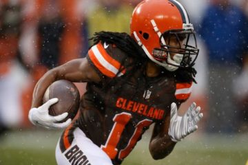 CLEVELAND, OH - JANUARY 3: Travis Benjamin #11 of the Cleveland Browns carries the ball against the Pittsburgh Steelers at FirstEnergy Stadium on January 3, 2016 in Cleveland, Ohio. (Photo by Gregory Shamus/Getty Images)