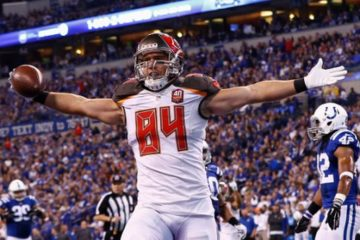 INDIANAPOLIS, IN - NOVEMBER 29 : Cameron Brate #84 of the Tampa Bay Buccaneers celebrates after a touchdown against the Indianapolis Colts at Lucas Oil Stadium on November 29, 2015 in Indianapolis, Indiana. Indianapolis defeated Tampa Bay 25-12. (Photo by Michael Hickey/Getty Images)